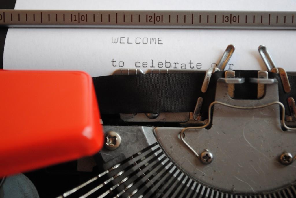 hääkutsu kirjoituskoneessa